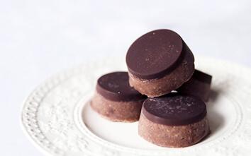 Raw Tahini Chocolate Slice by The Whole Daily