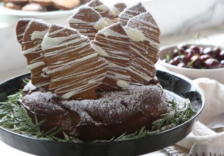 Gingerbread Christmas Tree Cake
